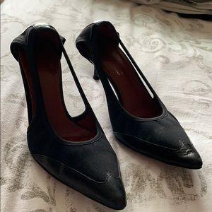 Amazing Donald J Pliner Black strap sandal heels
